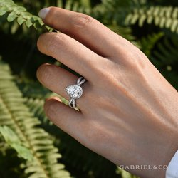 All About Pear Shaped Engagement Rings